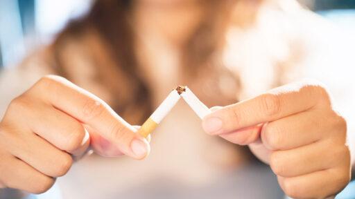 Focus hand, Women quit smoking For good health of oneself